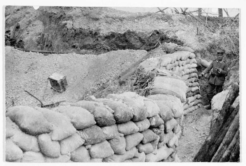 Front de Champagne : tranchée allemande protégée par des sacs