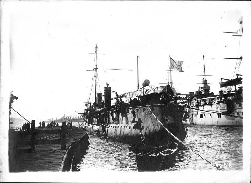 Le mouilleur de mines «Casabianca» (contre-torpilleur), qui vient de couler dans la mer Egée en touchant une mine