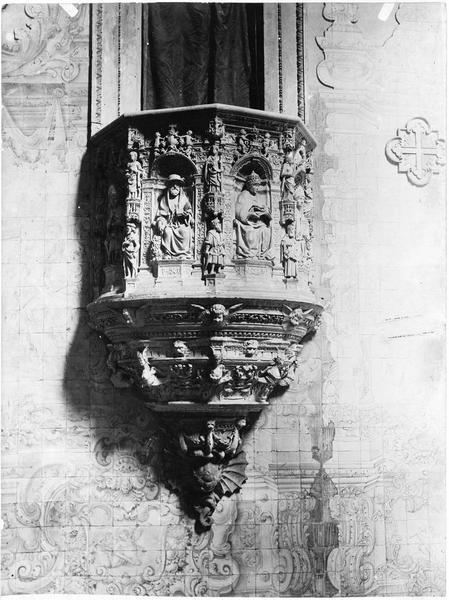 Chaise de l'église Santa-Cruz
