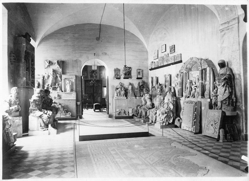 Salle de sculpture de l'Institut archéologique de Coimbra