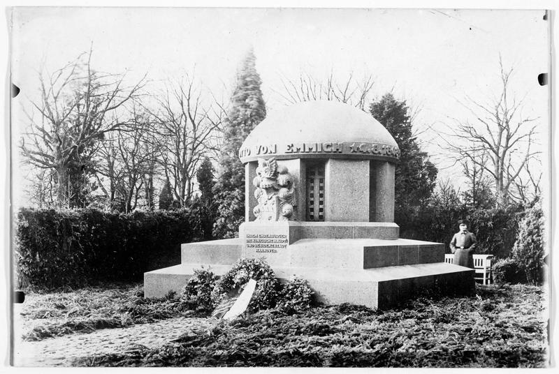 Le monument au général Von Emmich, inauguré le 22 décembre pour le premier anniversaire de sa mort