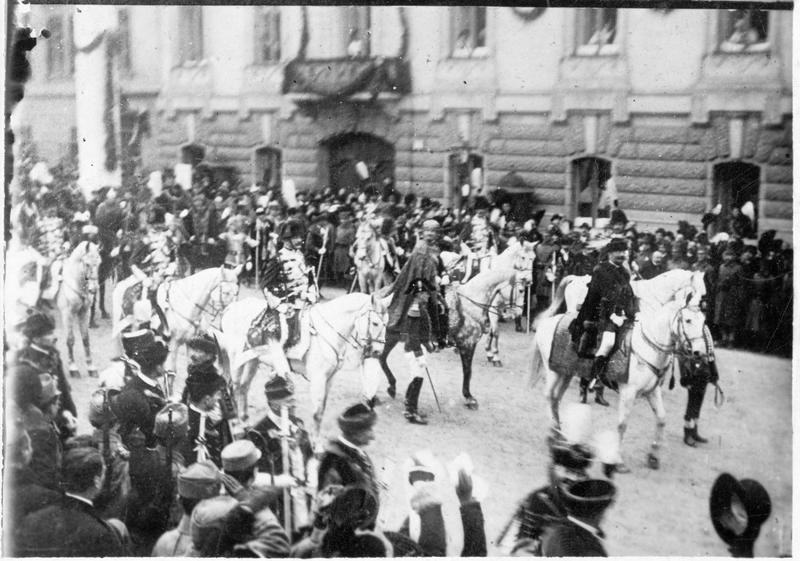 Le couronnement de Charles François Joseph de Habsbourg-Lorraine, empereur d'Autriche et roi de Hongrie. Le roi et le premier ministre István Tisza