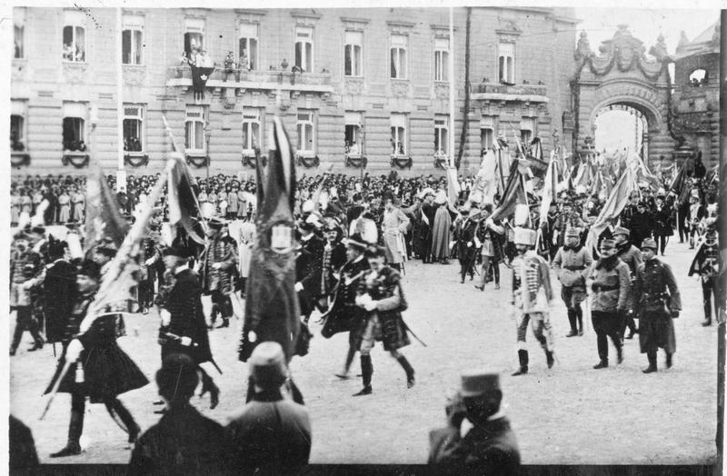 Le couronnement de Charles François Joseph de Habsbourg-Lorraine, empereur d'Autriche et roi de Hongrie. Défilé des bannières