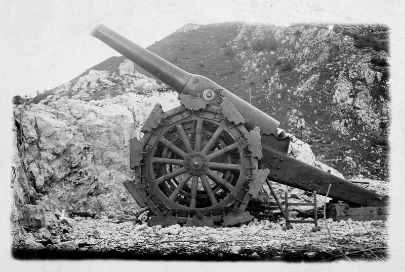 Canon italien de 149 pris sur le front du Tyrol. Trophée