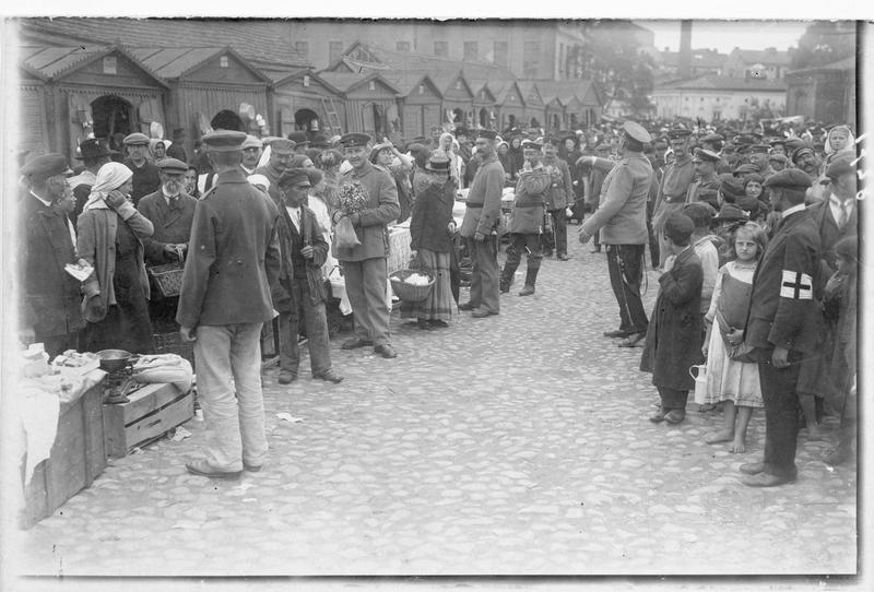Soldats allemands dans le marché