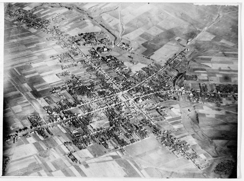 Photographie aérienne d'une ville russe sur la voie ferrée Minsk-Baranavitchy
