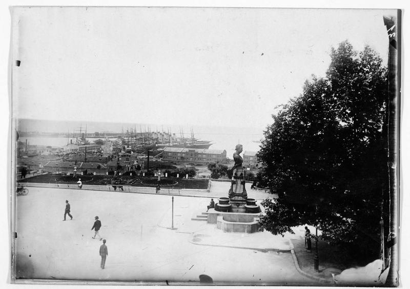 Le nouveau port d'Odessa et le monument de Pouchkine