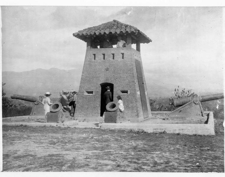 Petit fort-mirador, monument élevé sur la colline Loma de San Juan, en souvenir de la guerre hispano-américaine, en juin et en juillet 1898