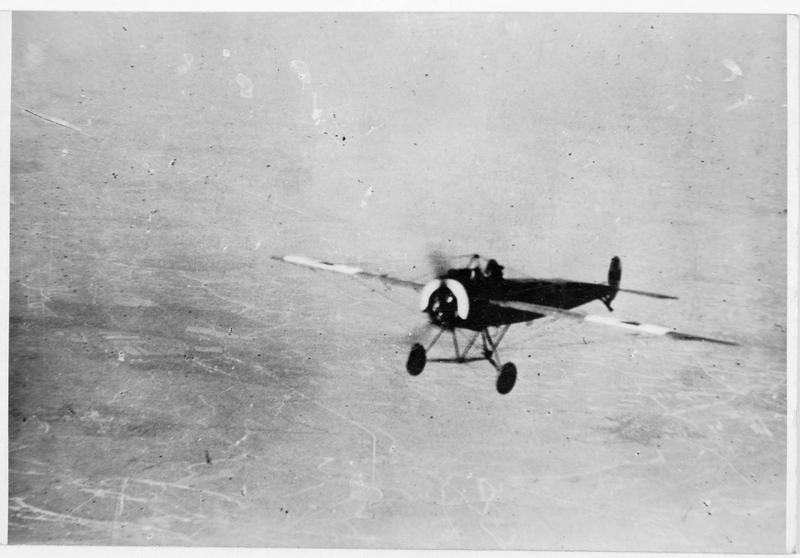 Avion de chasse photographié dans l'air par un autre aviateur