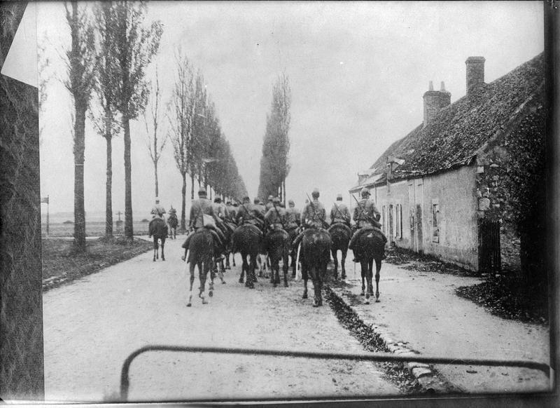 Chasseurs à cheval français attendant l'ordre d'attaquer les Uhlans allemands
