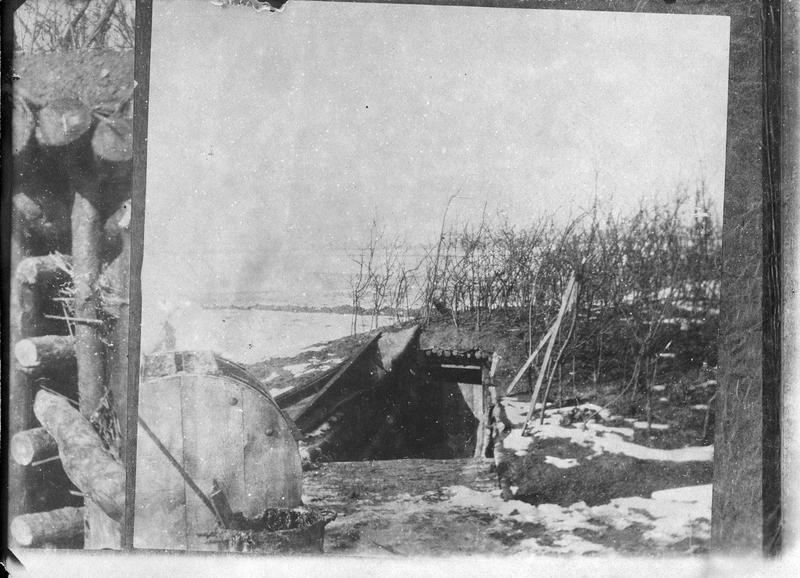 Entrée d'une tranchée française sur la ligne de feu