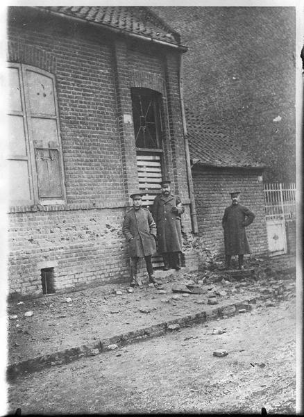 Maison bombardée par un obus
