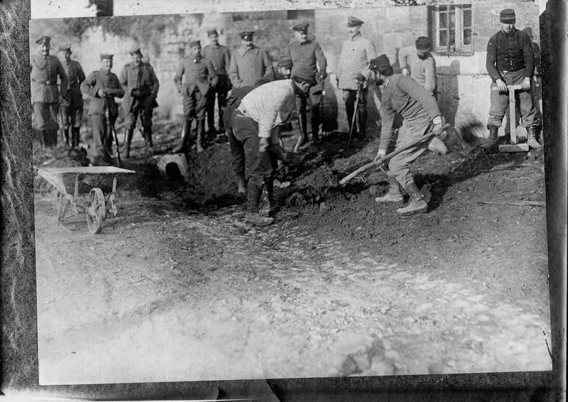 Prisonniers français au travail