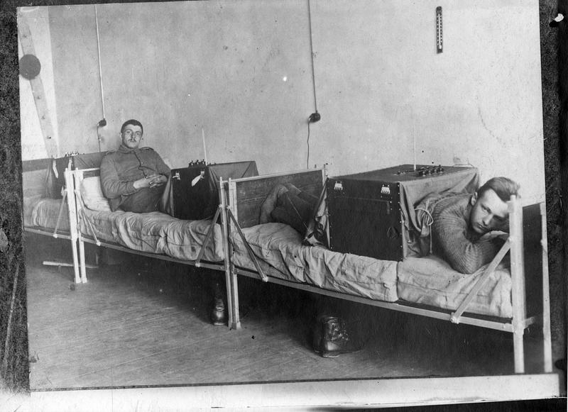 Sans légende. [électrothérapie]. Transmis le 21 mai 1915