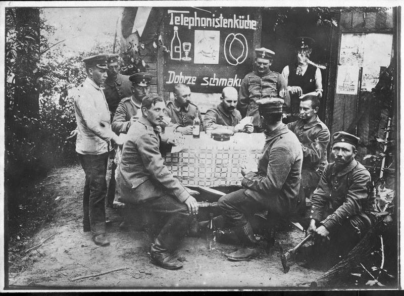 Transmis en juin 1915. [Poste téléphonique, la cuisine]