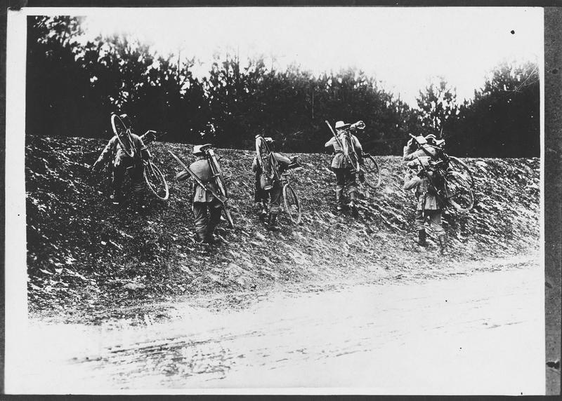 Cyclistes allemands dans les Carpathes