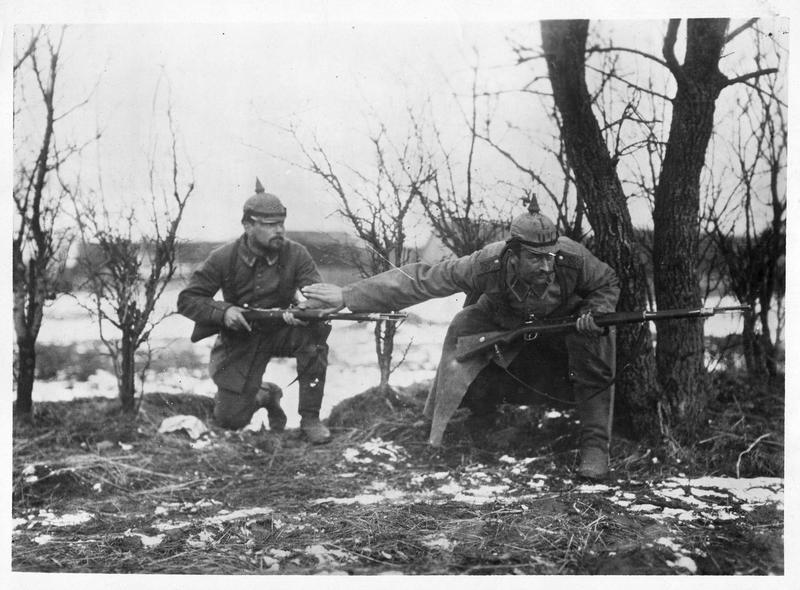 Deux soldats allemands en reconnaissance