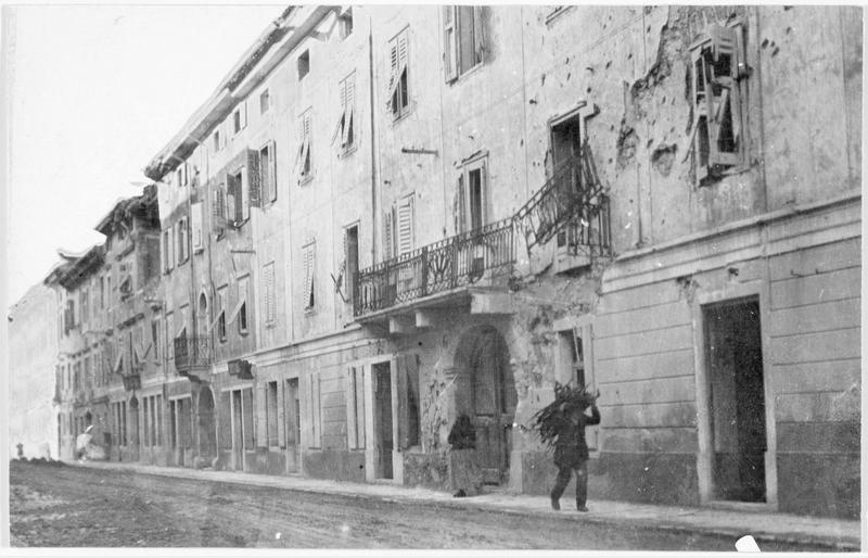 Aspect de la via Giardina avec ses maisons détruites par les tirs ennemis