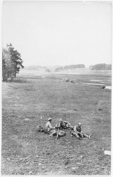 Dans les marais russes de la Jasiolda (Iasselda), au premier plan une patrouille allemande au repos