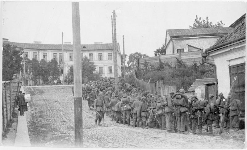 Troupes allemandes de renfort, en route pour prendre position en Russie