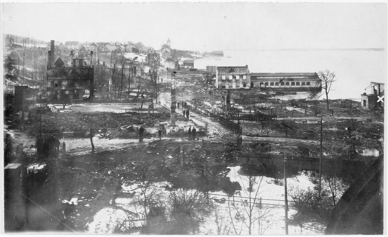 Panorama de la ville détruite par un incendie