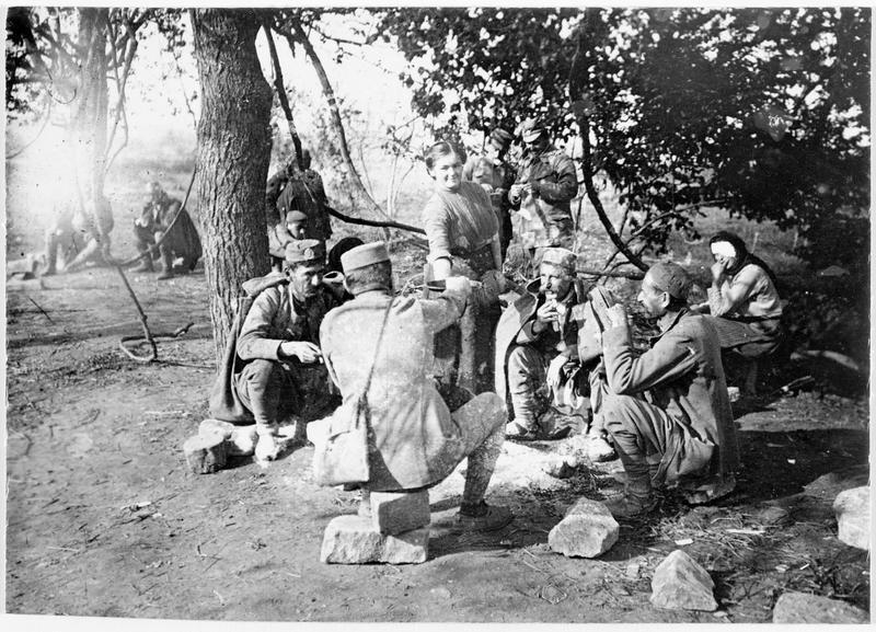 Bivouac de soldats monténégrins au repos