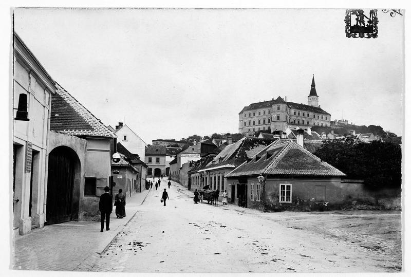 Le château de Nikolsburg où fut signée la paix entre l'Autriche et la Prusse, le 26 Juillet 1866