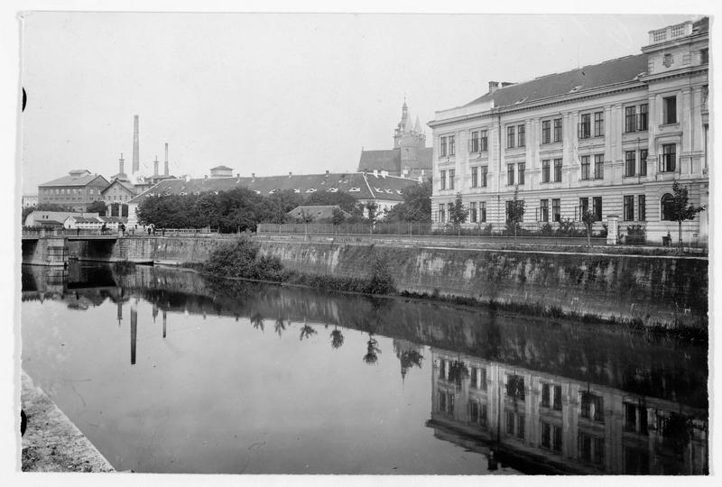 Vue de la ville sur l'Elbe, où fut signée la fin des hostilités de la bataille de Sadowa (ou bataille de Königgrätz) du 2 au 4 Juillet 1866