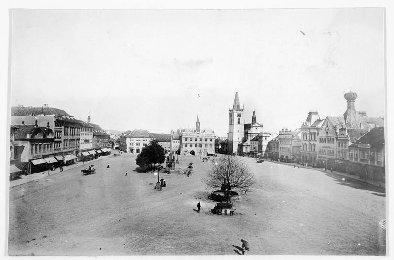 La place et l'hôtel de ville de Leitmeritz (en allemand), construit de 1537 à 1539, et détruit par un éboulement