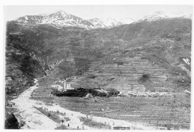 Roncegno, dans la vallée de la Sugana, qui vient d'être prise par les troupes austro-hongroises