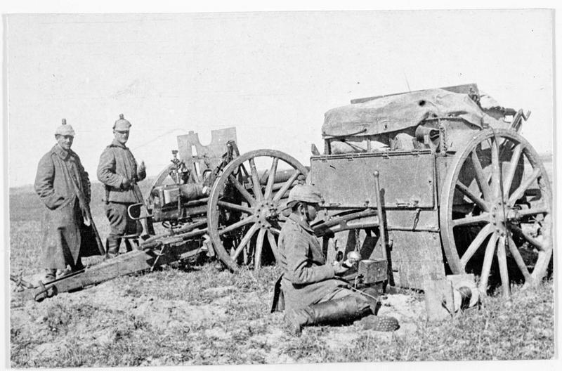 Canons allemands en batterie devant l'ennemi à Dünaburg (en allemand)
