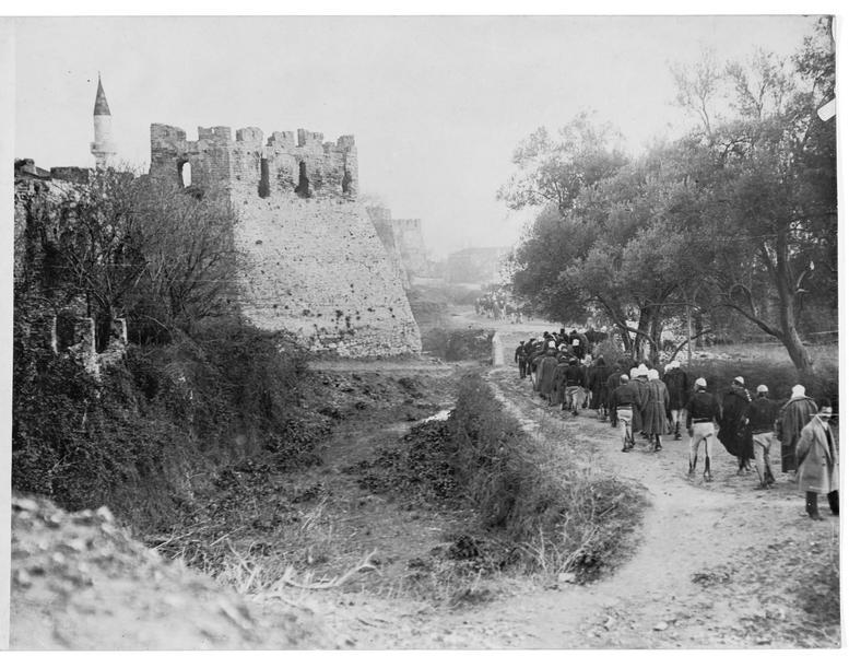 Château de Durazzo (en italien) et colonne d'Albanais