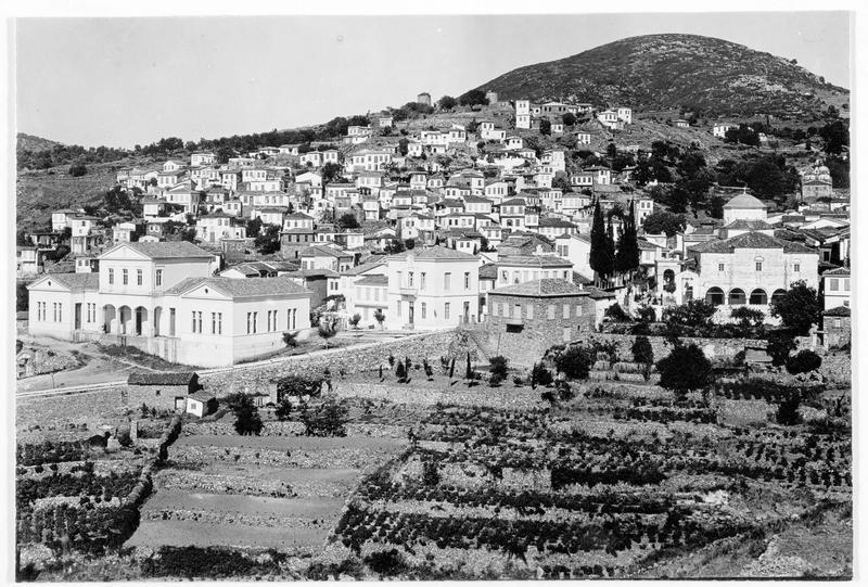 Vue sur la ville, chef lieu de l'île de Samos