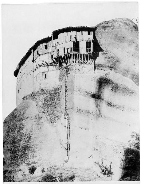 L'échelle qui mène au monastère