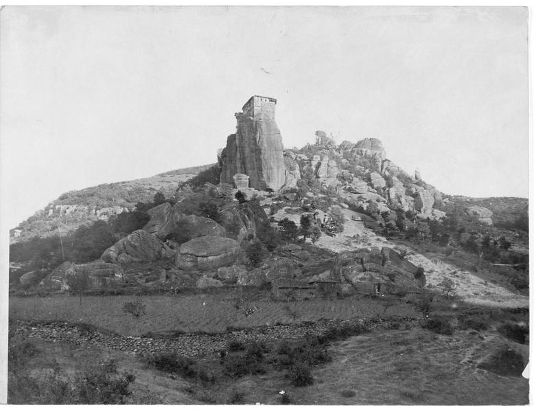Monastère situé sur un rocher à la frontière bulgaro-grecque
