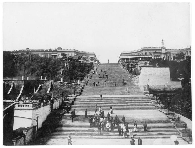 Le grand escalier monument du boulevard Nicolajewitch, escalier du Potemkine ou Primorski, l'entrée officielle de la ville