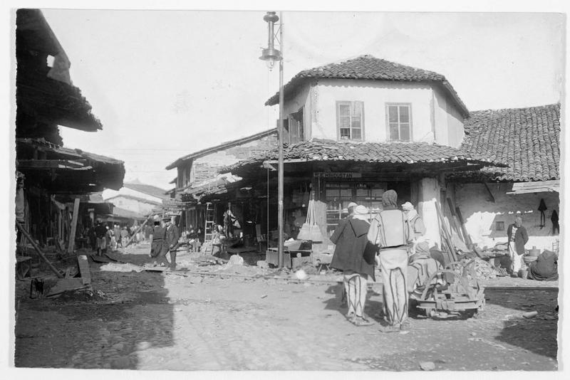 Une rue de Scutari (en italien)