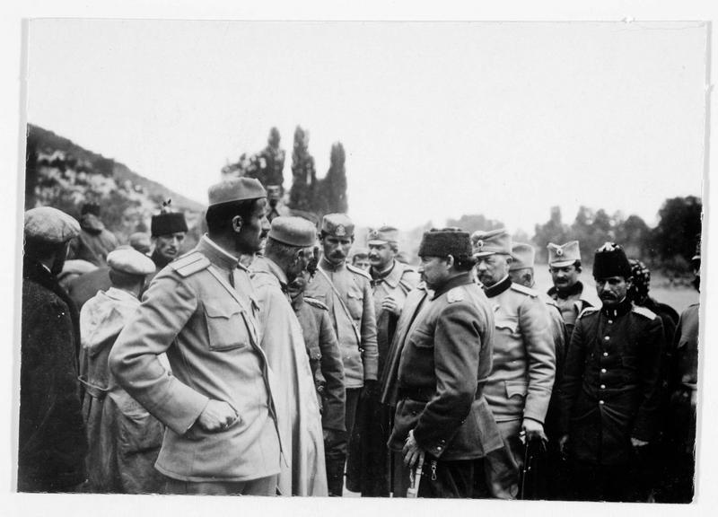 Essad Pacha avec des officiers serbes et monténégrins à Scutari (Skadar )