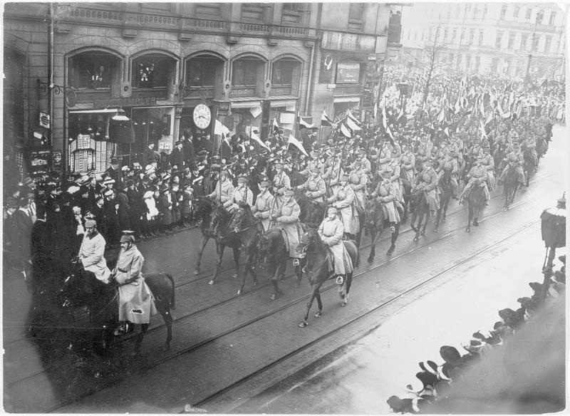 Les funérailles du général Votto von Emmich. Cavalerie allemande se rendant au cimetière