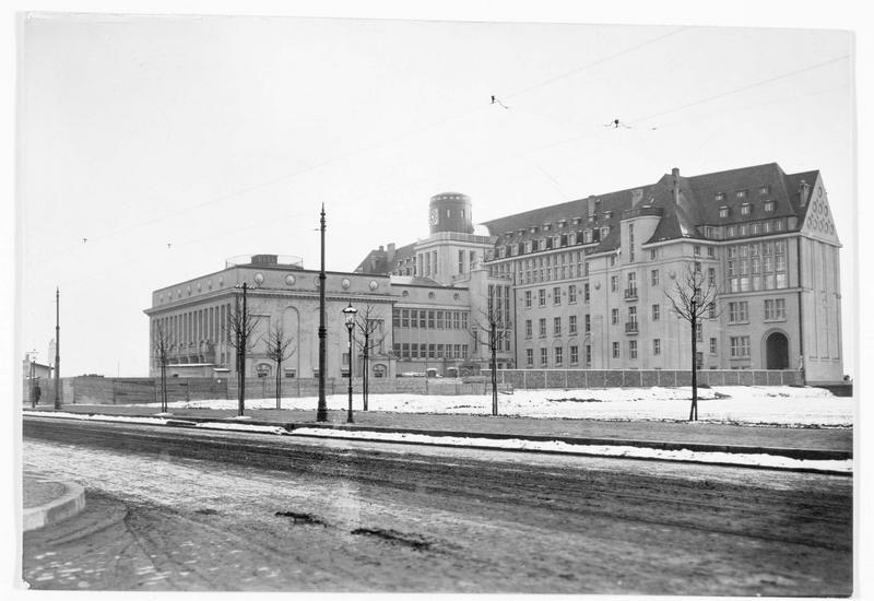 La bibliothèque nationale ou Deutsche Bücherei qui vient d'être terminée et qui coûta 2.200.000 marks