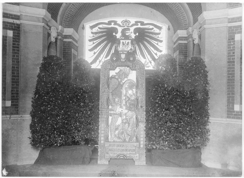 Siegfried, monument avec des clous de fer