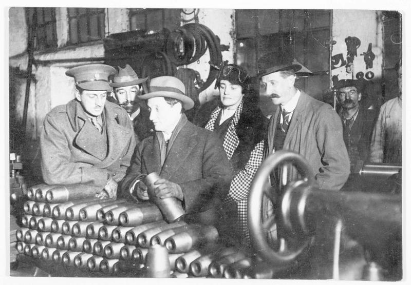 David Lloyd George, le ministre des munitions, en visite dans une usine