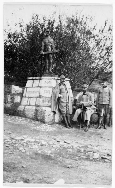 «Une image de la culture». Statue de fer à clous, érigée par les Autrichiens sur un mur