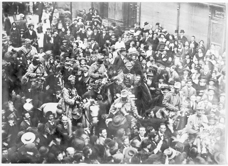 La reprise de la Galicie orientale. La première patrouille de cavalerie austro-hongroise apparaissant dans la ville de Brody