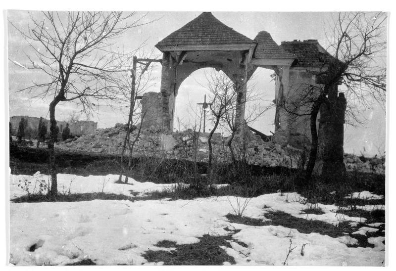 Ce qui reste d'une église de Buczacz (en polonais) détruite