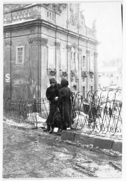 L'hôtel de ville de Buczacz (en polonais) souvent bombardé