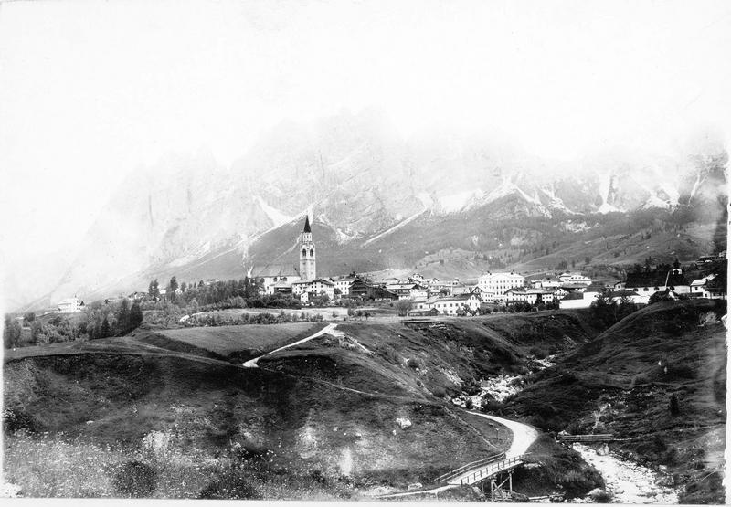 Cortina d'Ampezzo avec le massif du Tofane
