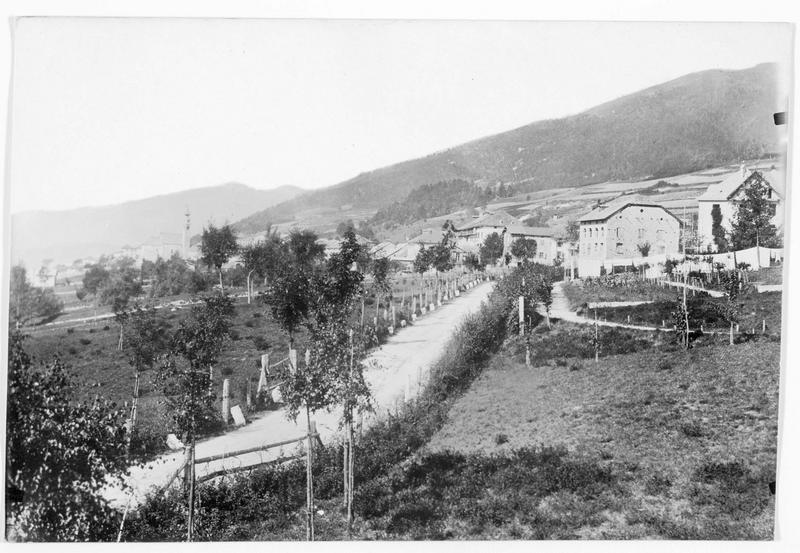 Le plateau de Vielgereuth (en allemand) où les valeureuses troupes austro-hongroises détruisirent avant hier les lignes ennemies, et d'où elles franchirent la frontière italienne pour s'emparer des ports italiens proches