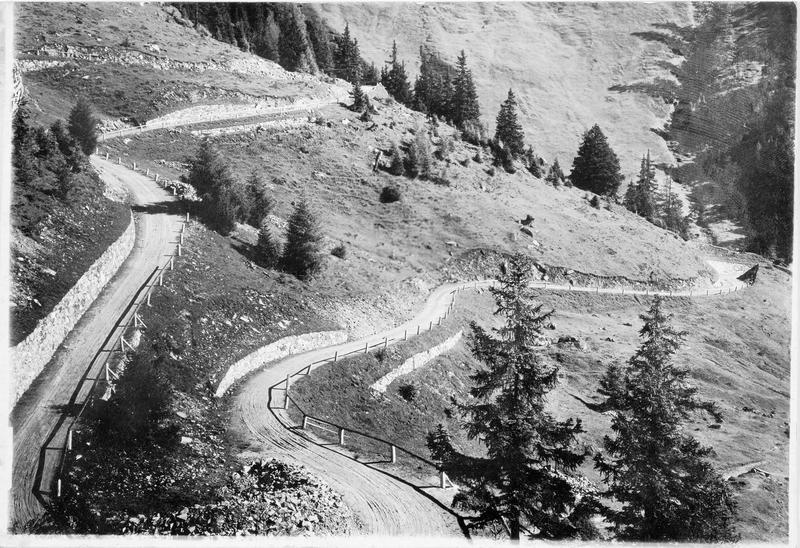 La route du Flockner, qui serpente dans la montagne