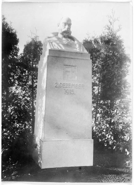 Jubilé de François-Joseph. Son buste dressé à la caserne du train
